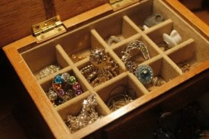 5 ways to clean and maintain gold-plated jewelry